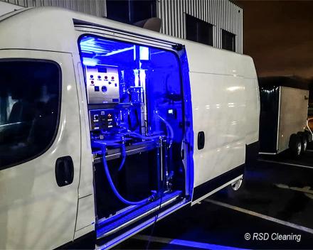 De osmose-installatie met waterreservoir gemonteerd in de eigen camionetten van RSD Cleaning