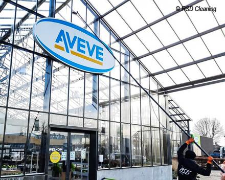 Glasreiniging van AVEVE winkel met gezuiverd osmosewater_RSD Cleaning
