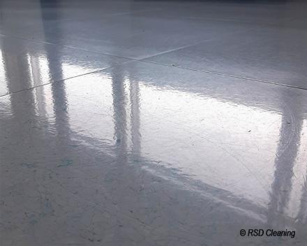 Grondige en onderhoudsvriendelijke reiniging van betonvloer_RSD Cleaning